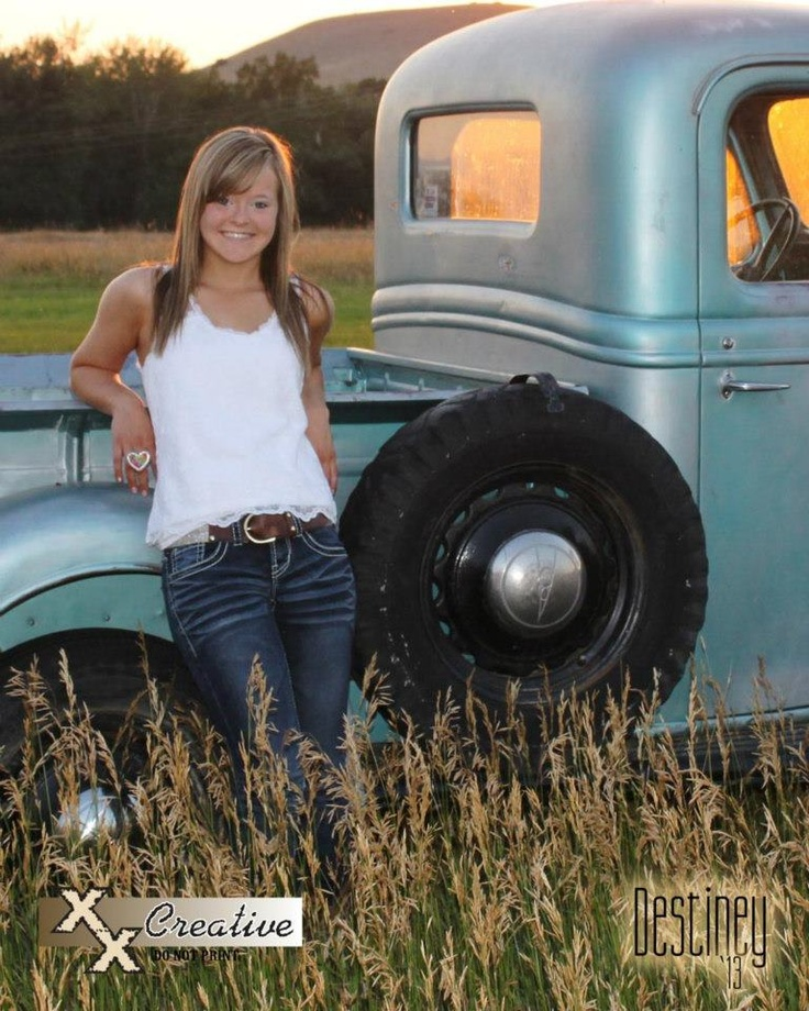 Senior photo ideas in the country...  I can totally see Kaela in this country pose!