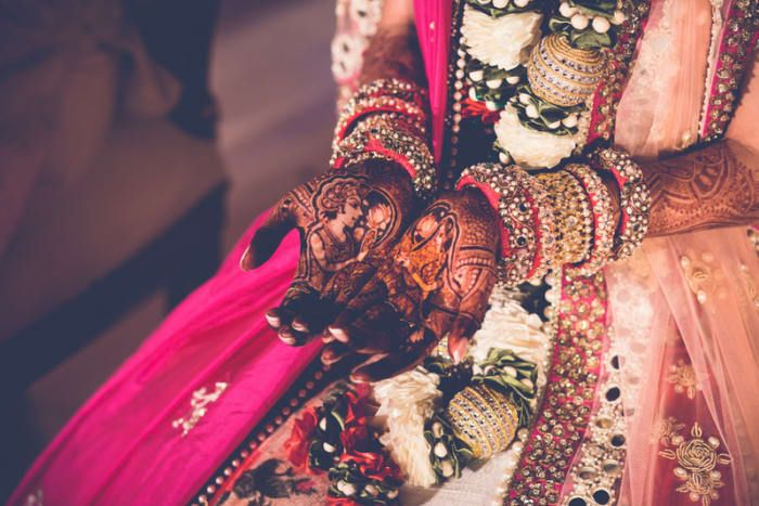 Mehandi - The Bridal Mehandi! Photos, Hindu Culture, Beige Color, Destination Wedding, Goa Wedding, Antique Jewellery pictures, images, vendor credits - The Photo Diary, The Wedding Soul, Indian By Manish Arora, WeddingPlz