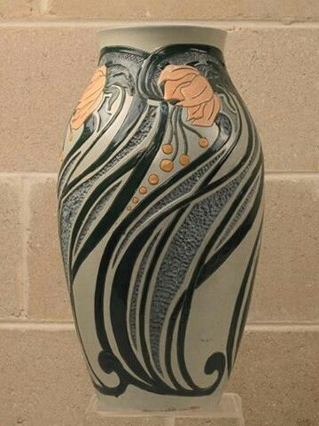 Roseville Pottery - Della Robbia #AAPA