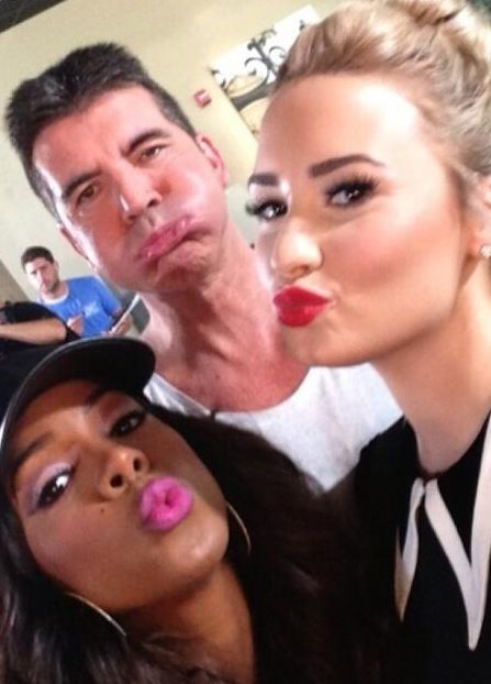 X FACTOR USA 2013 JUDGES KELLY ROWLAND, SIMON COWELL AND DEMI LOVATO BEING VERY CUTE BACKSTAGE