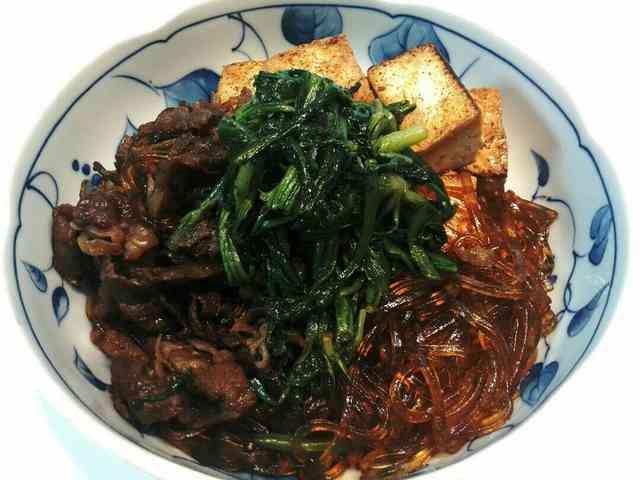 きくなと生葛切りの肉豆腐    甘辛いだしで煮込んだ生葛切りが美味しい(o^~^o)肉豆腐