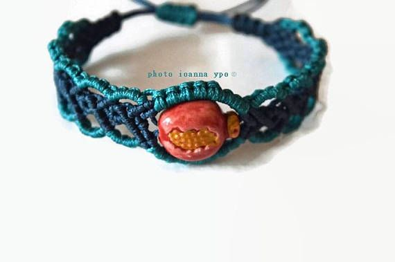 ceramic pomegranate macrame bracelet good luck charms for  #stekiapantou #ioannaypo #thessaloniki #syros #macramejewelry #macramejewellery #macramebracelet #macrameart #macramedesign #greekdesigner #jewelryartist #jewelryaccessories #egst #etsyunique #etsybracelet #etsybestsellers #etsyjewelryshop #etsyjewelryshopowner #etsyjewelry#etsyhandmade #etsygiftideas #ceramic #pomegranate #ceramicharm #pinkgold
