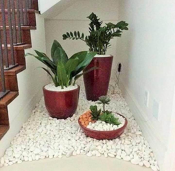 Plants Decoration Ideas For A Classy Home – 1001 Motiveideas In | Outdoor Garden Under Stairs | Small | Crosstie | Gardening | Landscaping | Lawn