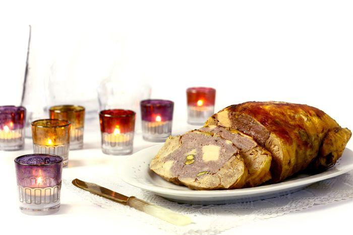 Cómo hacer pollo relleno en Crock Pot o slow cooker. Receta paso a paso. Descubre más recetas de Navidad para cocinar en olla de cocción lenta.