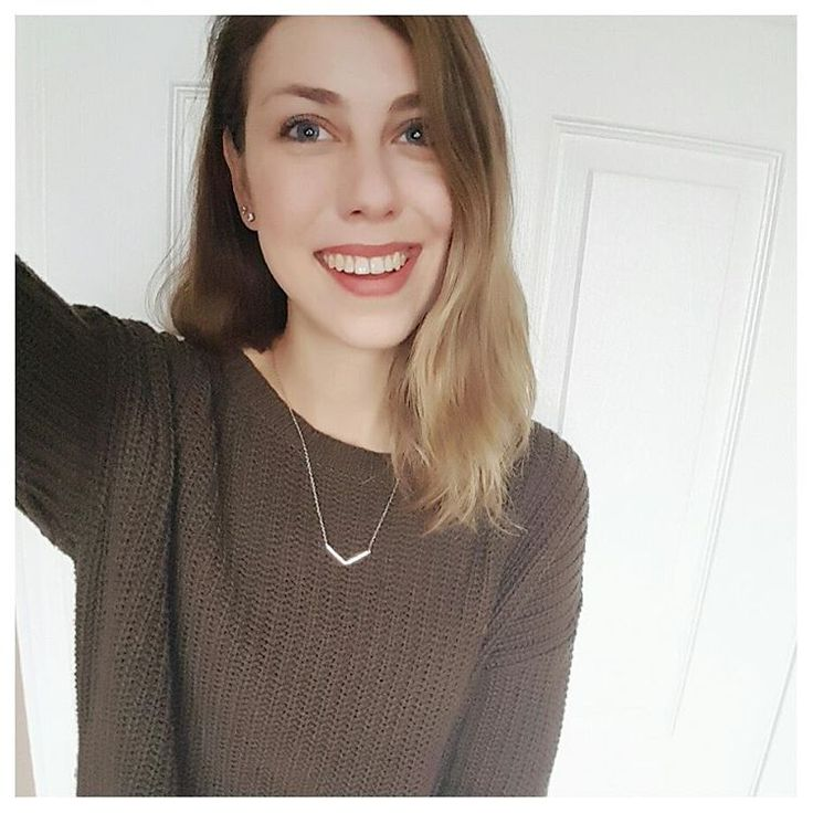 Pretty pumped about how good my new thrifted sweater looks with my @cambio_market necklace 😙 The sweater is from my first ever #haulternative ! Head on over to the blog (link in bio) to learn more about it and how you can take part 😊💕