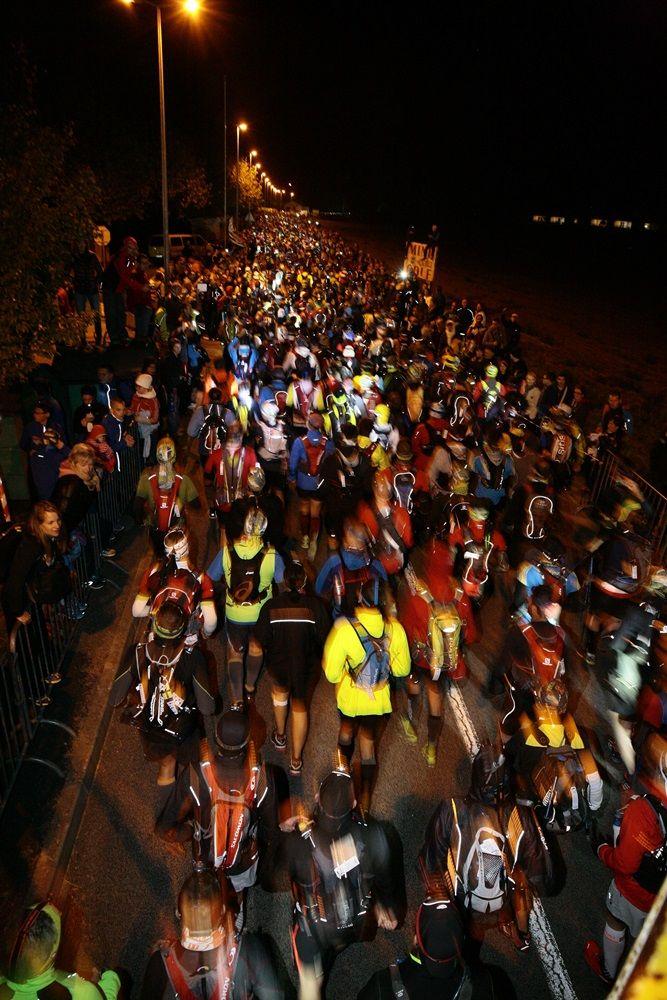 Le départ dans la nuit des 2900 coureurs du Grand Trail des Templiers 2014 - Millau - France