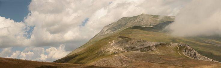 kali_merette2002 posted a photo:  Monte Vettore...  Le monte Vettore (du latin Victor : « vainqueur »), dont le sommet s'élevant à 2 476 m d'altitude se situe dans les Marches, est une montagne située dans l'Est de l'Italie centrale, près de la frontière des régions Ombrie et Marches, et constitue le point culminant des monts Sibyllins, dans le massif des Apennins.  (fr.wikipedia.org/wiki/Monte_Vettore )