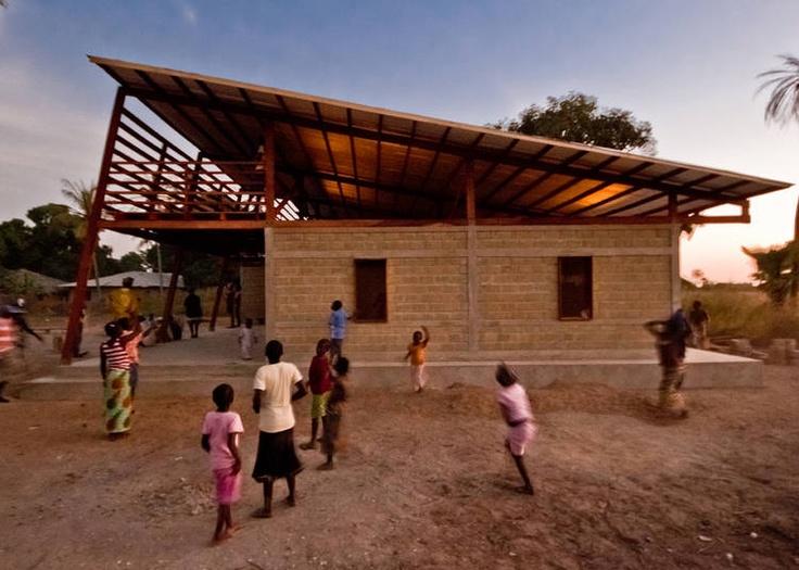 ENTORNO. Visión de la aldea de Niafourang, en la costa sur de Senegal, donde se inserta un nuevo centro para jóvenes