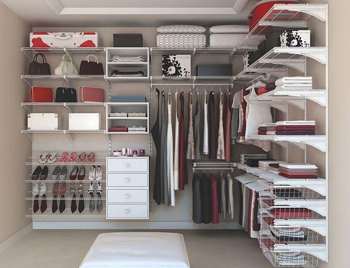 Quando você começa a pensar em comprar um guarda-roupas novo ou montar um closet, a primeira coisa que pega é o orçamento. Quando eu me mudei para esse apartamento que estou agora, peguei orçamento com vários marceneiros para fazer um closet, e todos eram muito caros. E principalmente quando o seu apartamento ou casa é alugada, não vale a pena...