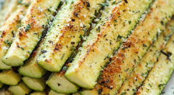 Bocadillos crujientes de zucchini y parmesano #sinharinas