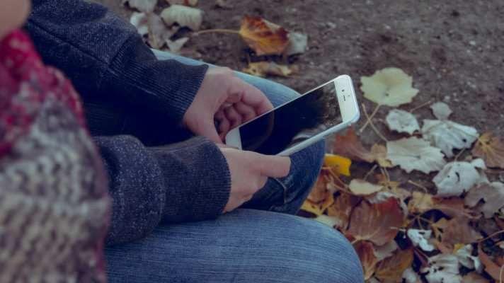 Podle průzkumu Asociace moderně komunikujících občanů a starostů (AMKOS) chce drtivá většina Čechů být informována o tom, co se děje v místě jejich bydliště. Až 89 % z dotázaných občanů by preferovalo moderní způsob komunikace ze strany měst a obcí, protože na webové stránky své obce chodí 80 % z nich méně než jednou za rok. Zveřejnění informací pouze na webu nebo na vývěsce, kterým někteří starostové plní svou zákonnou povinnost, je pro občany...