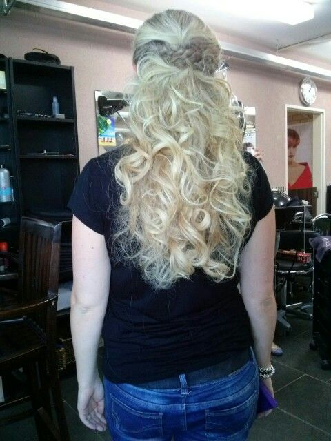 Haar idee voor feestje #haar #krullen #vlecht #blond #langhaar