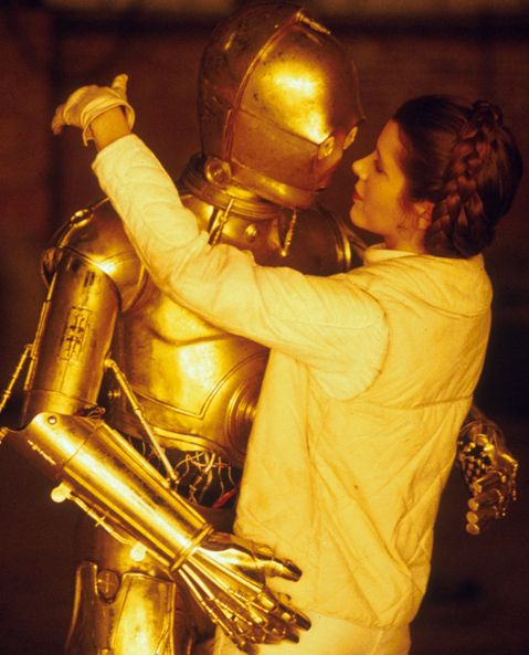 Amazing Behind the Scenes Pictures from Star Wars, 1977 Carrie Fisher and Anthony Daniels. Leia and C‑3PO