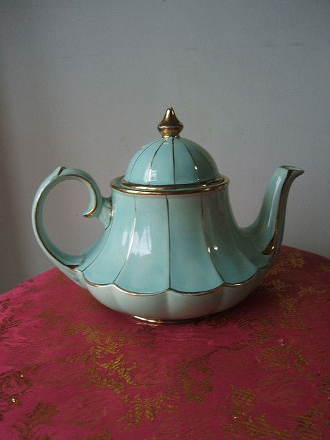 Gorgeous teapot by Lucie Boo, via Flickr