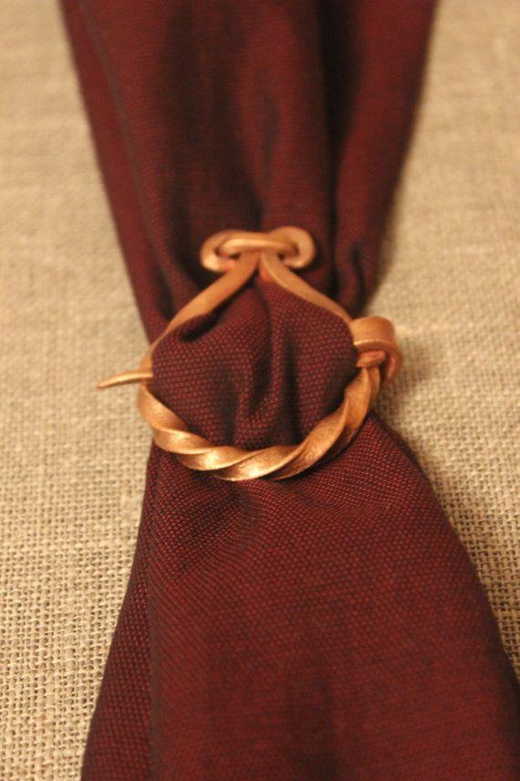 Kan worden gebruikt voor sjaals, kerchiefs, gordijnen en vele andere. U gezien in een film of een cartoon over de Vikingen. :-)