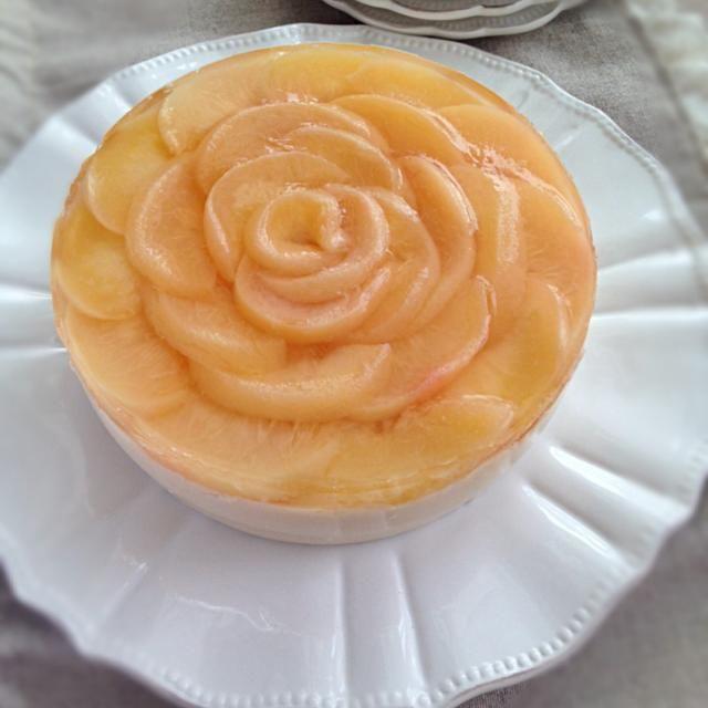 山梨の桃をふんだんに使った桃のムース♡1年に1度だけ作れる贅沢ケーキ。 - 24件のもぐもぐ - 桃のムースケーキ by Chez Blanca
