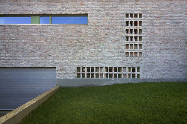 The Iron Porch House by Földes Architects / #brick #residental #facade
