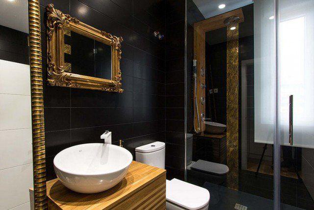 photos de salle de bains -carrelage-noir-or-miroir-cadre-ornements-baroque