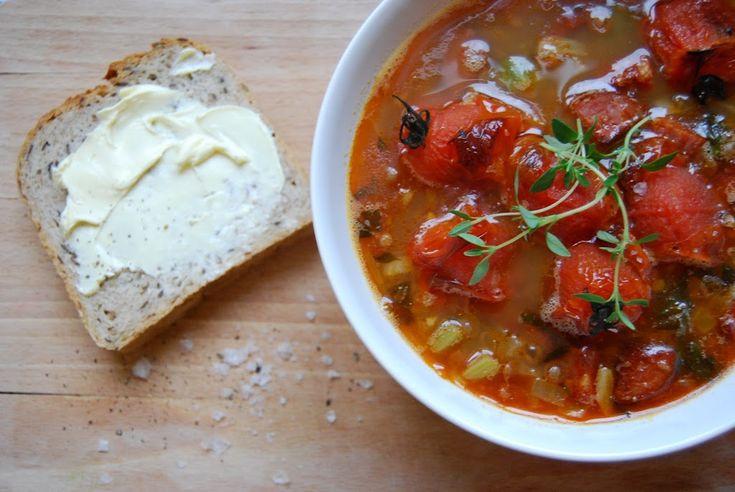 Suppen passer veldig bra i høstværet som har kommet. Med krydret chorizopølse, linser og ovnsbaktetomter som gir en ekstra sødme og smak til suppen....