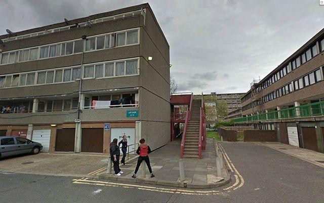 Des photos du ghetto | Ce qui est super avec Google Street View (en plus de voir des cadavres dans des trucks), c'est que ça vous permet de visiter des quartiers dans lesquels vous ne foutriez jamais les pieds, à moins d'être suicidaire Cité Aylesbury, Londres
