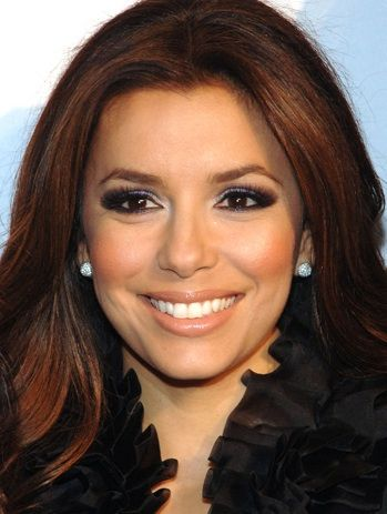 Wowzers! This would have to be Ms Longoria's most daring eye makeup to date. For someone who usually plays it safe with a straight up charcoal smoky eye and nude lip, she took a gamble with t…