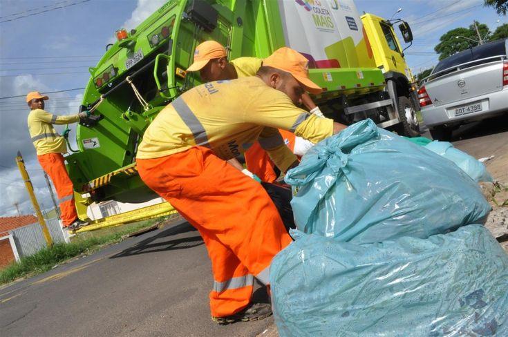 Comunicado: coleta de lixo domiciliar funcionará normalmente no feriado - O consórcio Botucatu Ambiental informa que a coleta de lixo domiciliar (materiais orgânicos) funcionará normalmente no feriado nacional da Proclamação da República, celebrado no dia 15 de novembro (terça-feira).  De acordo com o consórcio, apenas a coleta de materiais recicláveis não ocorrerá no  - http://acontecebotucatu.com.br/cidade/comunicado-coleta-de-lixo-domiciliar-funcionara-normal