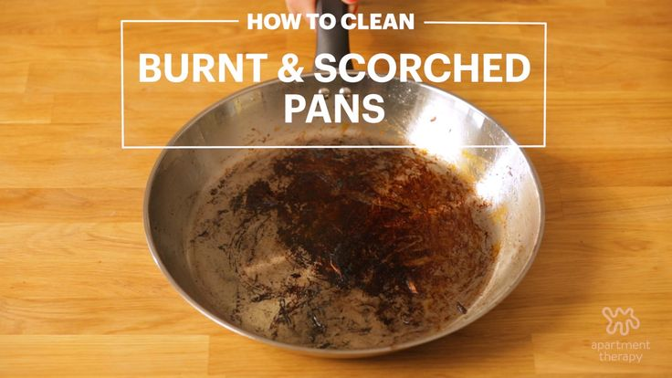 Cleaning a burnt or scorched frying pan with water, vinegar and baking soda.