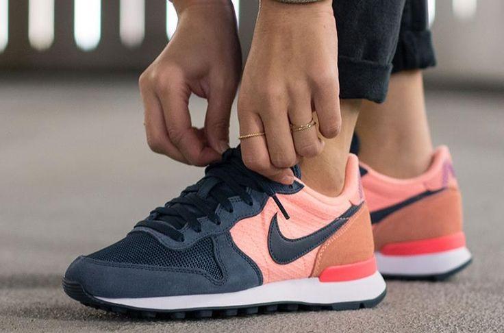 Nike Internationalist: Blue/Pink