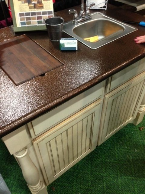 Love this countertop and it's galvanized spray paint!!