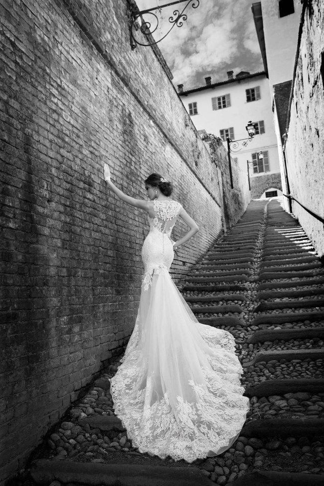 WOW! Wunderschönes, sexy Brautkleid aus Spitze mit lager Schleppe. Welches Hochzeitskleid steht dir? Jetzt lesen auf www.gofeminin.de/hochzeitskleidung/welches-brautkleid-passt-zu-welcher-figur-s1258272.html