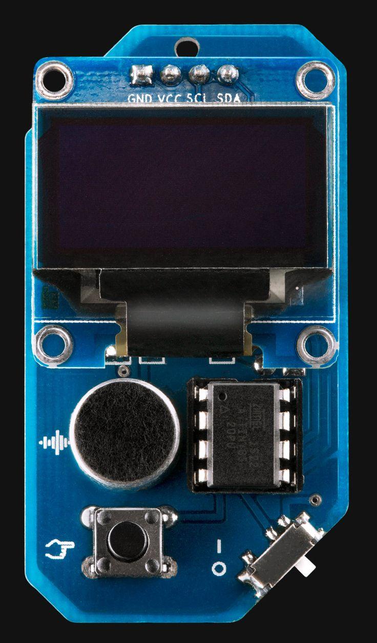 «Кулонус»— небольшой гаджет для ношения нашее смикрофоном имонохромным дисплеем, превращающий любые звуки ввосьмибитные картинки.
