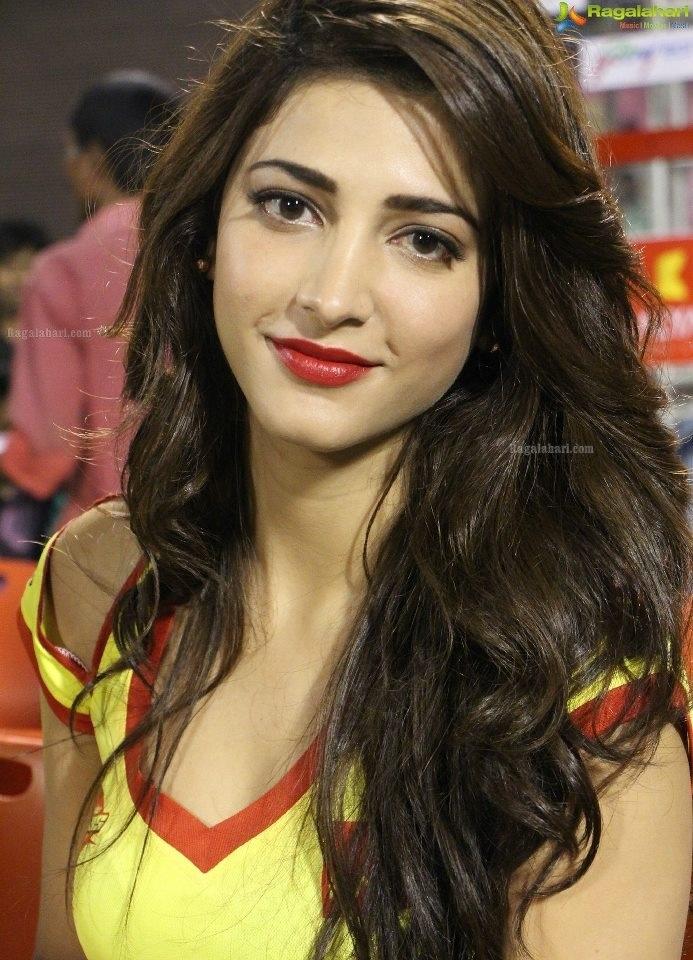 Shruti Hassan ...love the red lips!