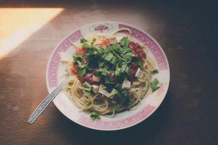 Inšpirujte sa najchutnejšími receptami z medvedieho cesnaku! Pripravte si chutné cestoviny, šalát, pesto, pomazánku alebo si ho dajte na maslový chlieb.