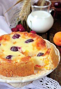 Oauuu, pur și simplu se topește în gură fiecare îmbucătură din această minunată prăjitură cu brânză și caise...și ce fructe mai aveți la îndemână!