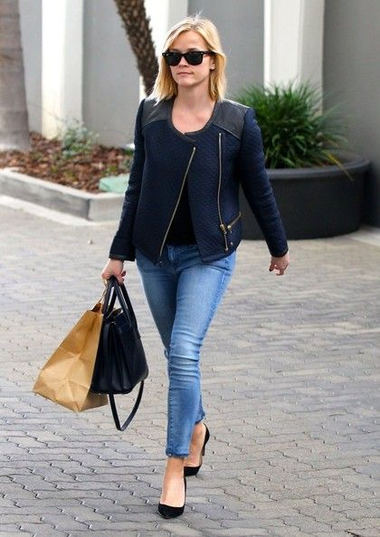 Reese Witherspoon - Reese Witherspoon Takes a Meeting in Beverly Hills