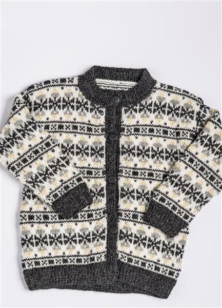 """Tema 38: Modell 10 """"Flipper"""" kofte #norsk #klassiker #strikk #knit"""
