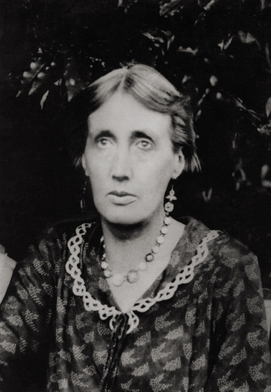 essay virginia woolf women writers Virginia woolf: virginia woolf, english writer whose novels, through their nonlinear approaches to narrative, exerted a major influence on the genre best known for her novels mrs dalloway and to the lighthouse, she also wrote pioneering essays on artistic theory, literary history, women's writing, and the politics of power.