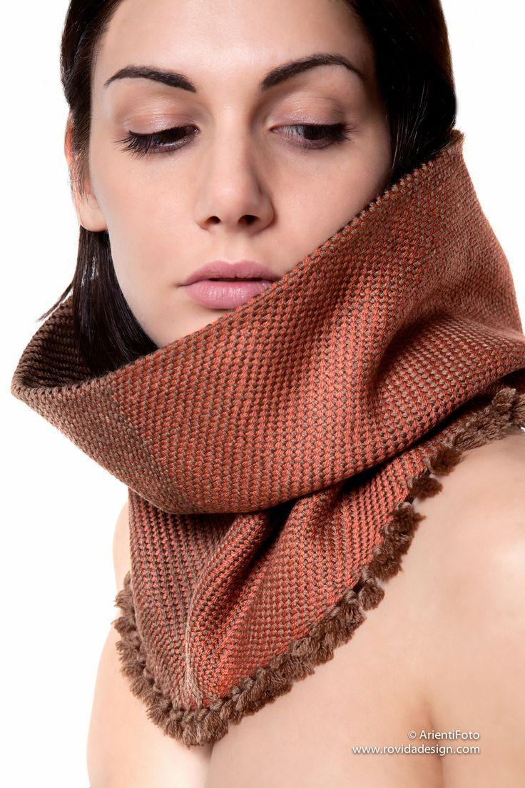Tessuto a mano con amore da Rovida Design. Hand woven with loving care by Rovida Design #ecofashion #madeintuscany #madeinitaly #artigianatoartistico