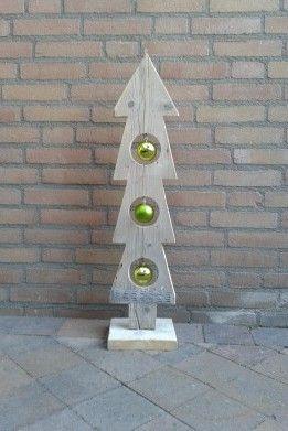 gat in houten kerstboom doen om iets in te hangen?