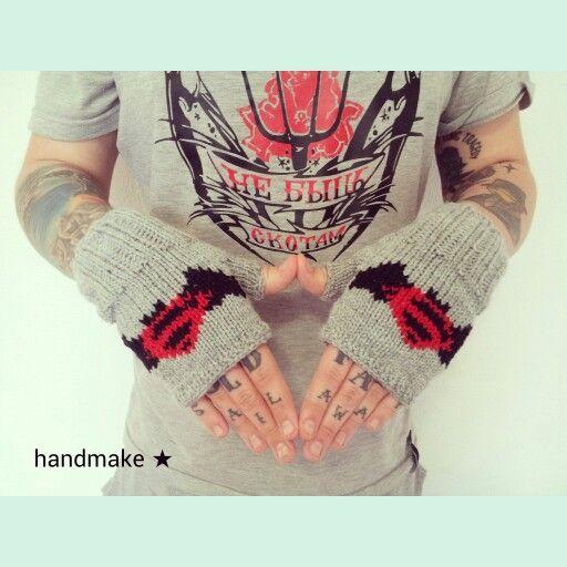 """Фанаты фильма """"Бэтмен против Супермена """" уже активно готовятся. И ты не отставай! ;) #handmake #handmade #mittens #fingerlessgloves #BatmanVSuperman #Batman #Superman #dc #superhero #dccomics #dcuniverse #acsessories #etsy #etsyfind #Бэтмен #БэтменПротивСупермена #супергерой #супермен #митенки #диси"""