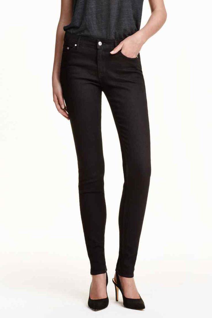 Skinny Regular Jeans: 5-pocketjeans van elastisch, gewassen denim. De jeans heeft een normale taille en extra smalle pijpen.