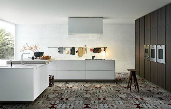 Kitchen Matrix with doors and worktop in Du Pont Corian glacier white, snack top in concrete, tall units in spessart oak. Island-hood glass in white painted glass.