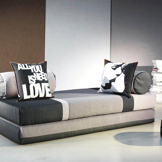divano letto scandinavo a righe