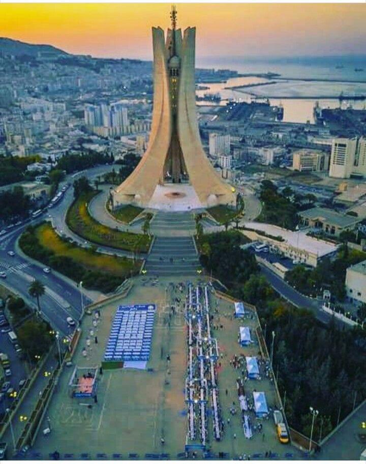 Alger . Mémorial du martyr Maqam Echahid