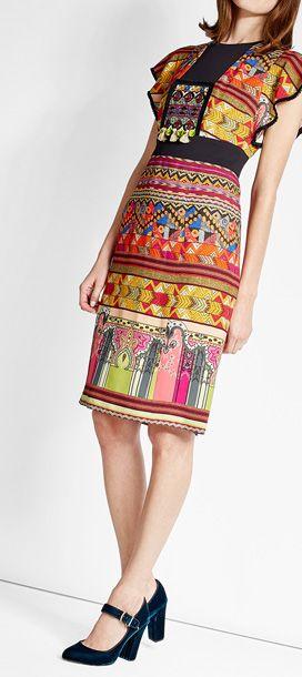 Strahlende Farben, ein ausdrucksstarker Muster-Mix und detailverliebt gearbeitete Stickereien - dieses Kleid verkörpert perfekt den Boho-Stil von Etro und bleibt dabei durch seinen körpernahen Schnitt besonders schick. #Stylebop