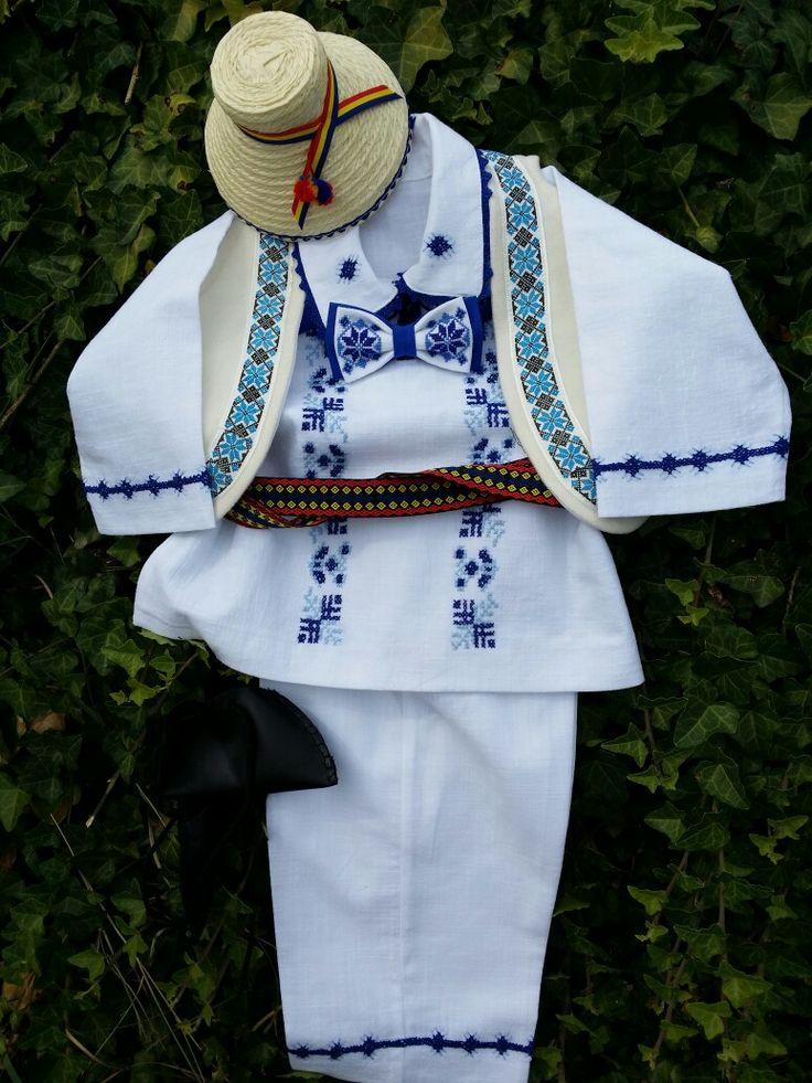 Costum traditional cusut manual pentru botez!