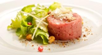 Tartare di vitello e insalata di inverno: http://www.saporie.com/it/doc-s-135-10669-1-tartare_di_vitello_e_insalata_d_inverno.aspx  #menusanvalentino #sanvalentino #ricettesanvalentino #tartare