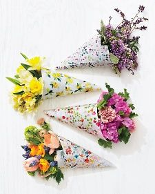 Free, downloadable floral patterns to print onto wrapping paper or vellum paper to wrap your own bouquets.