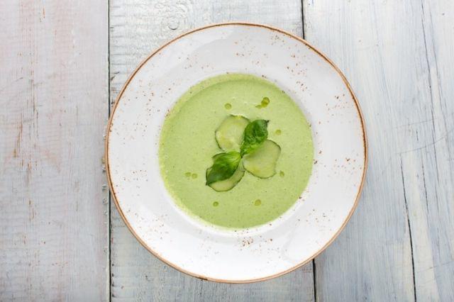 Oczyszczająca zupa ogórkowa