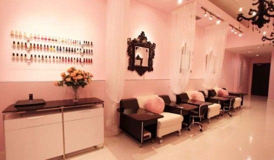 nails salon decor